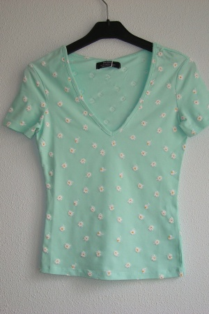 Женская футболка с цветочками Бершка (Испания) - Бершка BR0306-cl-ХS